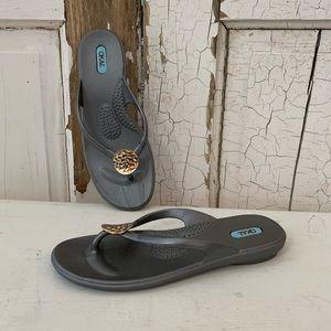 Oka B gray thong flip flops Size 7.5